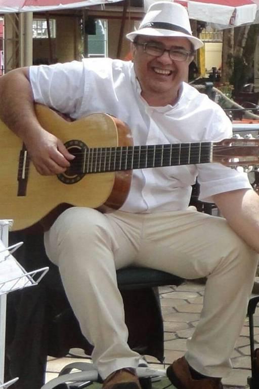 """""""Em uma semana, qualquer pessoa consegue tocar dezenas de músicas"""", diz Casteluzzo"""