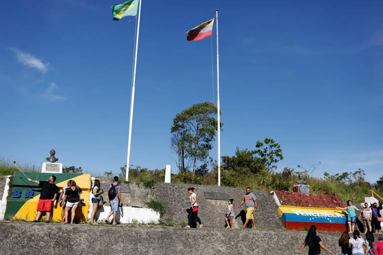 Movimentação na fronteira de Pacaraima, no Brasil, com a Venezuela, em foto de 2017