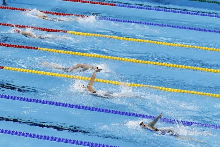 """Ledecky abre uma """"piscina"""" de distância para as concorrentes nos 800 metros livre no Rio-2016"""