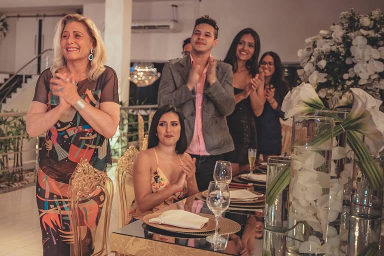 Vera Fischer e Carla Diaz participam de novo clipe do grupo Imaginasamba