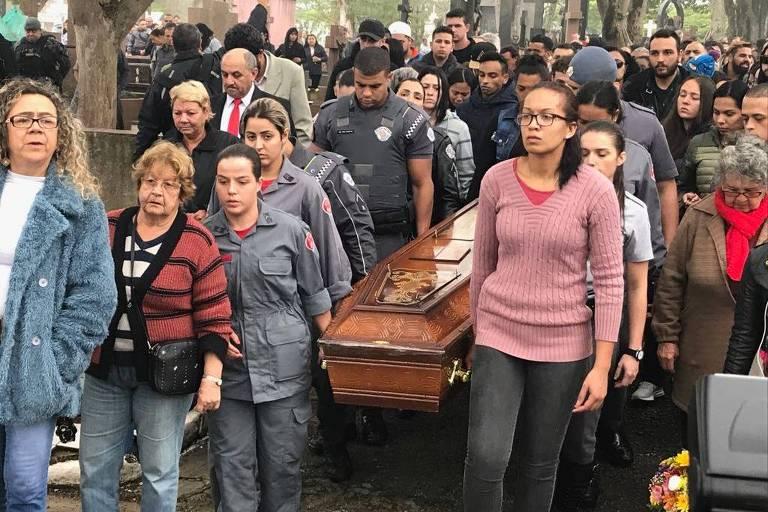 Enterro da PM Juliane dos Santos Duarte, em SP