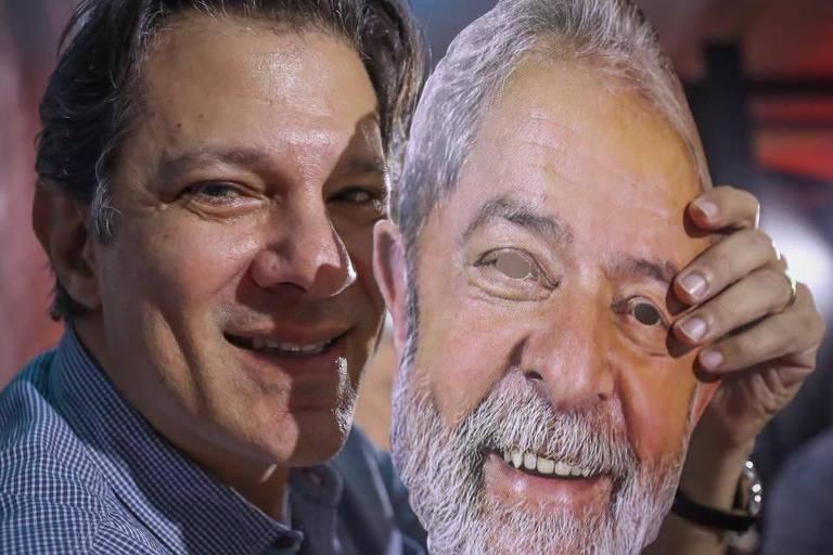 Fernando Haddad posa para foto segurando máscara do ex-presidente Lula durante a convenção do PT