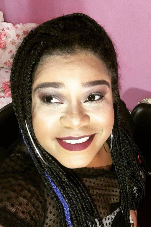 A pernambucana Alcione Alves, 29, a rainha das narrações