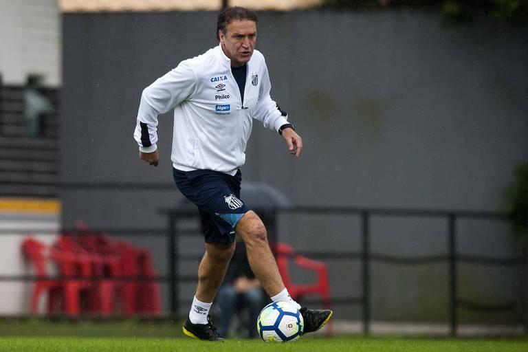 Cuca ainda não conseguiu vitórias no comando da equipe do Santos