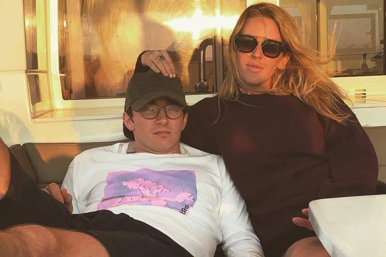 Ellie Goulding e o agora noivo Caspar Jopling