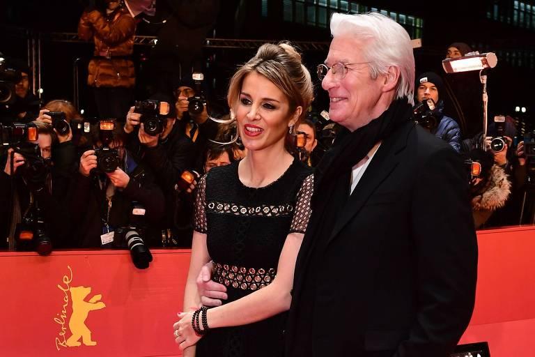 Richard Gere e a mulher, Alejandra Silva, em festival de cinema em Berlim