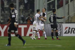 Corinthians perde e jogará contra histórico para avançar na Libertadores