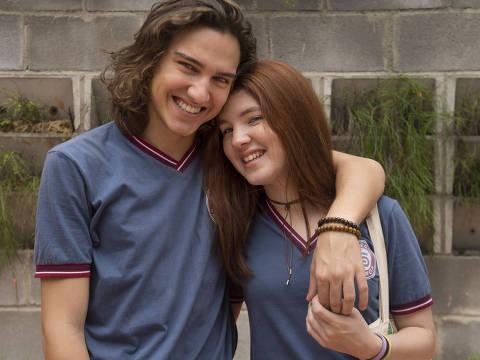 Tito ( Tom Karabachian ) e Flora ( Jeniffer Oliveira ) DIREITOS RESERVADOS. NÃO PUBLICAR SEM AUTORIZAÇÃO DO DETENTOR DOS DIREITOS AUTORAIS E DE IMAGEM