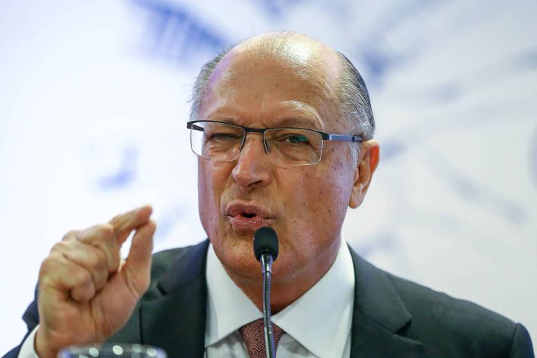 O candidato à Presidência da República Geraldo Alckmin (PSDB) durante sabatina promovida pela Indústria da Construção Civil, na sede da CBIC, em Brasília