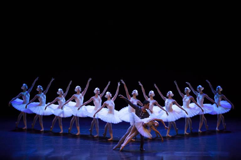 """A SP Companhia de Dança encena o segundo ato de """"O Lago dos Cisnes"""""""