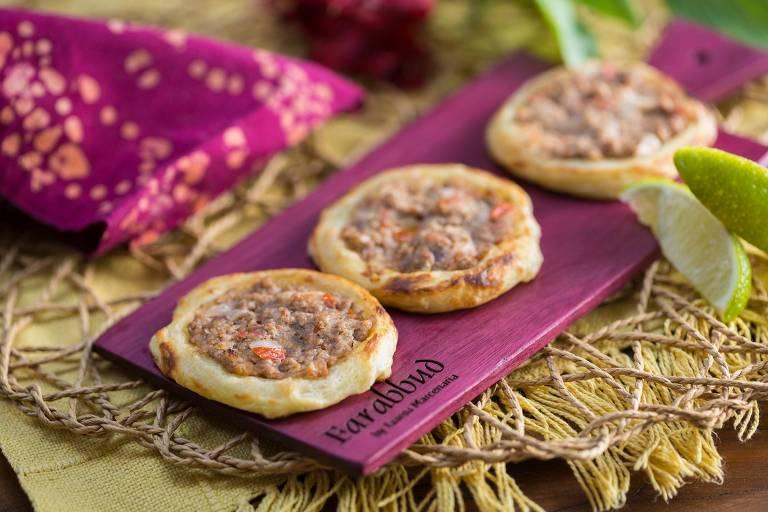 Esfirras folhadas de carne também é encontrada no menu da nova unidade do Farabbud,  em Moema
