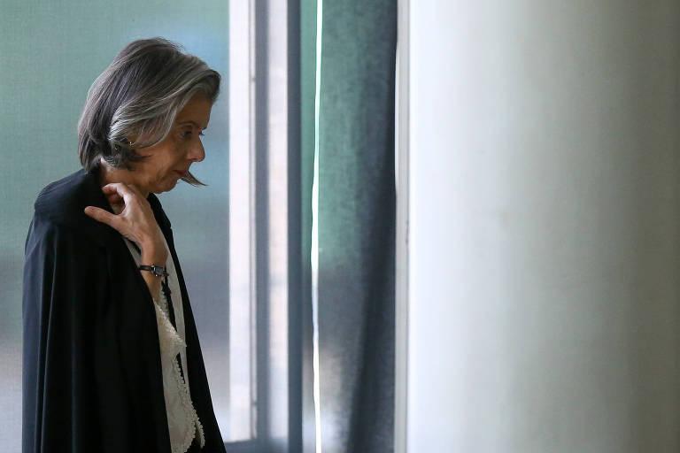 Ministra Cármen Lúcia chega para primeira sessão no Supremo Tribunal Federal após o recesso de meio de ano