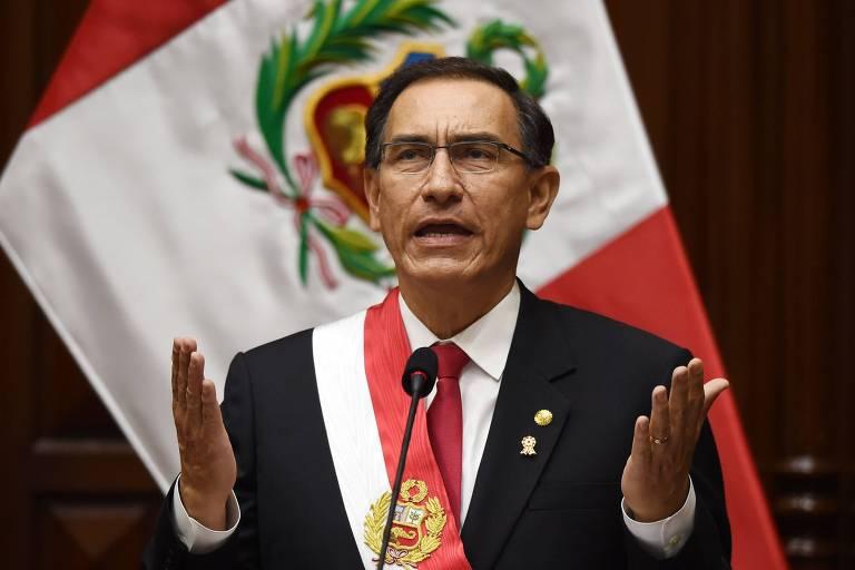 Martin Vizcarra faz um discurso no Congresso