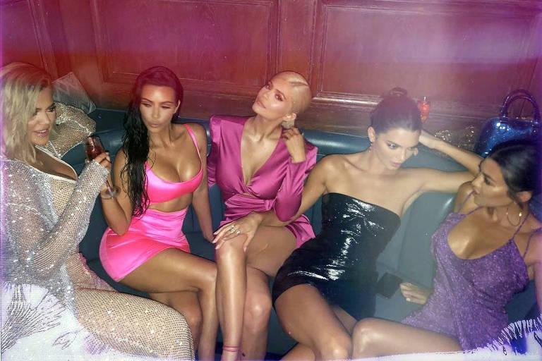 Kylie Jenner e as irmãs em sua festa de 21 anos