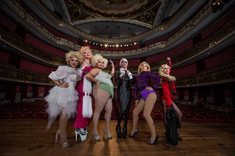 Drag Queens encarnam fases de Madonna em homenagem no Municipal