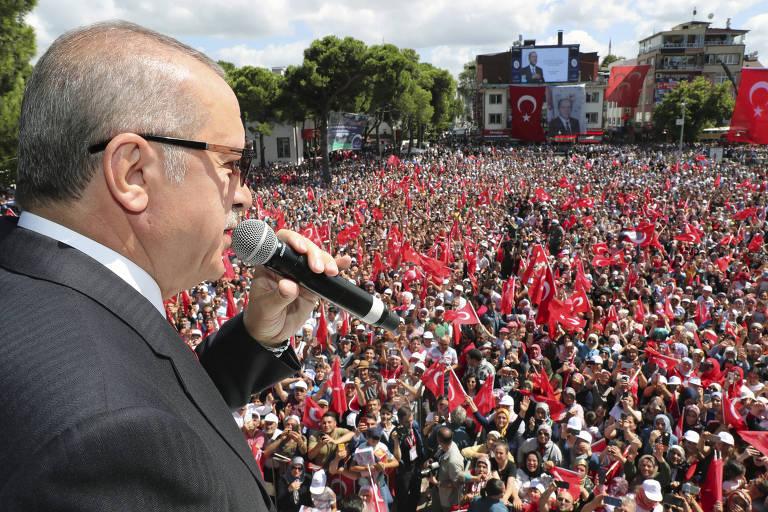 O presidente da Turquia, Recep Tayyip Erdogan, fala para apoiadores em Ordu