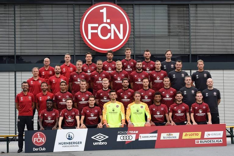Jogadores da equipe do Nuremberg, que atuará na primeira divisão da Bundesliga em 2018; entre eles está o zagueiro brasileiro Ewerton