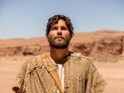 O ator Dudu Azevedo como o protagonista da novela Jesus, da Record