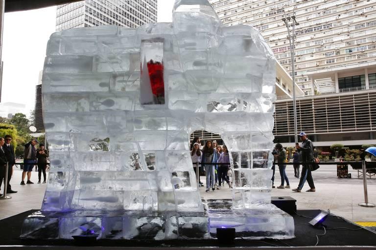 Elefante de gelo na Paulista