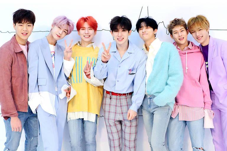 O grupo de k-pop Monsta X. Da esq. para a dir.: Shownu, Hyungwon, Kihyun, Wonho, I.M, Jooheon e Minhyuk