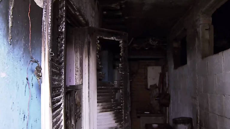 Casa pega fogo em favela na Vila Prudente em SP