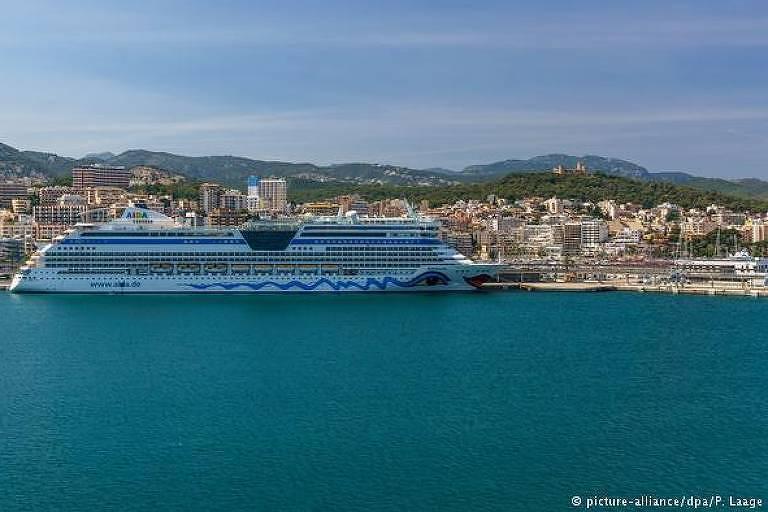 Navio Aida Bella no litoral de Palma de Maiorca