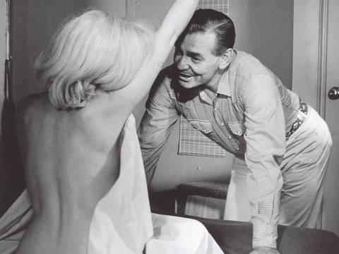*** NAO USAR SEM AUTORIZAÇAO*** OUT , FOL , UOL , AGORA ***  FOTO COM CUSTO***  Cena de nudez perdida de Marilyn Monroe foi descoberta mais de meio século depois que ela se despiu para o filme de 1961 The Misfits na foto, Marilyn Monroe e Clark Gable). Credit Inge Morath  / Magnum Photos ORG XMIT: MOI1960016W00060/15