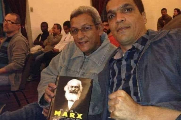 """Cyro Garcia e Cabo Daciolo durante lançamento do livro """"Karl Marx - A história de sua vida"""", de Franz Mehring (Ed. Sundermann - 2013)"""