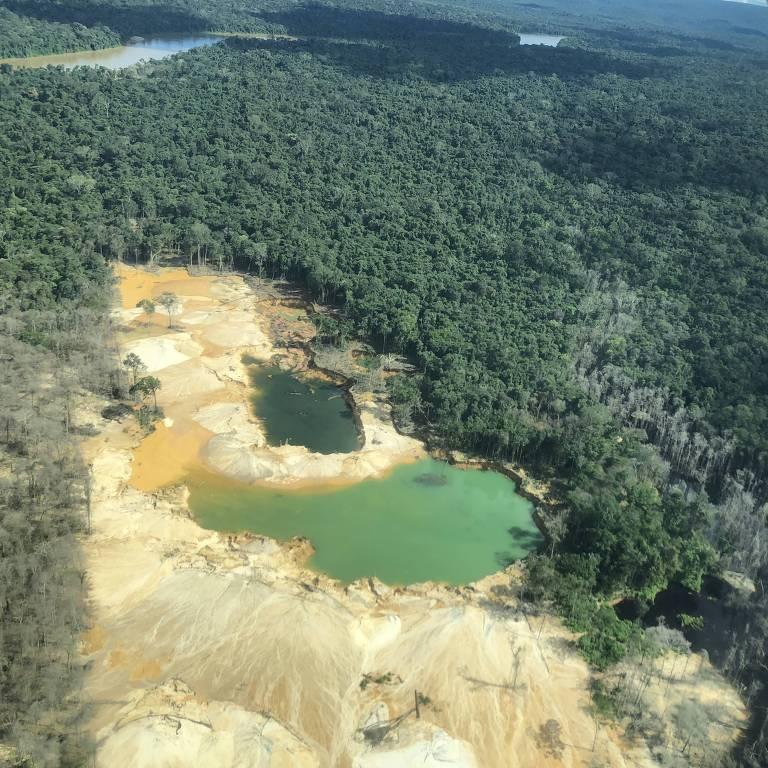 Garimpo de Mutum no rio Uraricoera