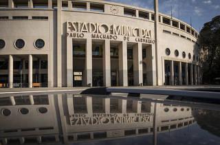 ***Especial Pacaembu concedido a iniciativa Privada***  Tramites de concessao do estadio do Pacaembu a iniciativa privada esta em andamento.  Fachada principal do Estadio do Pacaembu na praca Charles Miller