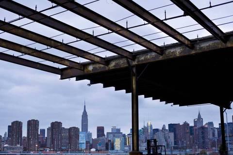 NOVA YORK, NY, ESTADOS UNIDOS, 28-10-2012: Skyline de Manhattan a partir do Brooklyn. (Foto: Ze Carlos Barretta/Arquivo Pessoal) ***DIREITOS RESERVADOS. NÃO PUBLICAR SEM AUTORIZAÇÃO DO DETENTOR DOS DIREITOS AUTORAIS E DE IMAGEM***