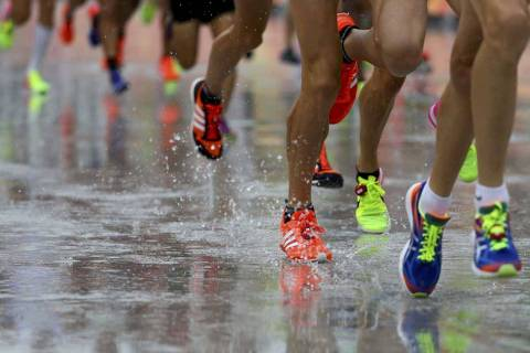 2016 Rio Olympics - Athletics - Final - Men's Marathon - Sambodromo - Rio de Janeiro, Brazil - 21/08/2016. Athletes compete under rain.  REUTERS/Lucy Nicholson  FOR EDITORIAL USE ONLY. NOT FOR SALE FOR MARKETING OR ADVERTISING CAMPAIGNS.   ORG XMIT: CVI12225