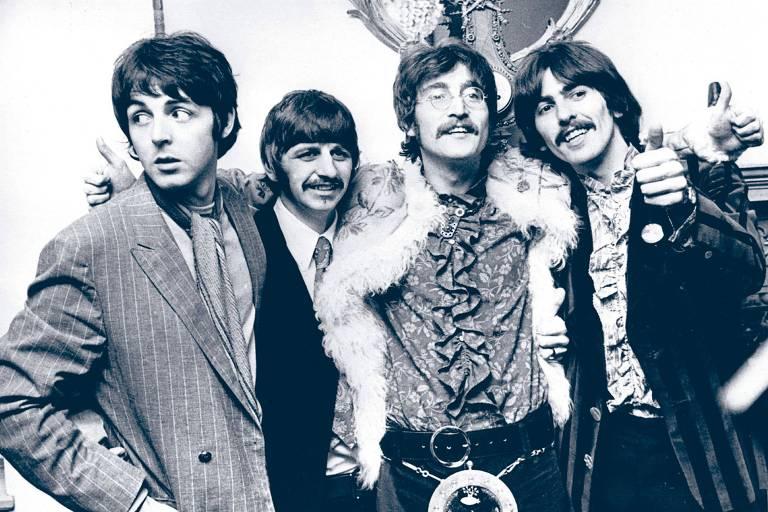 Filhos de McCartney e Lennon postam selfie juntos e chocam pela semelhança com os pais