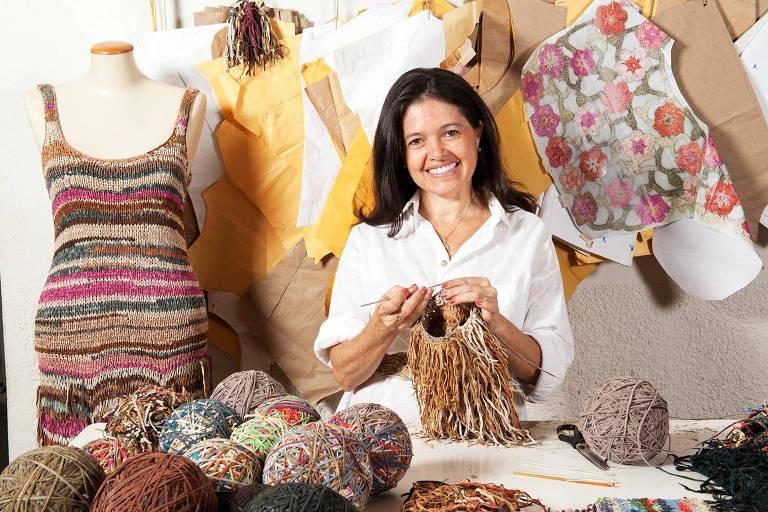 Jacqueline Chiabay, que utiliza retalhes de couro em suas produções e atua no projeto Novas Marias, com a participação de mulheres em prresídios