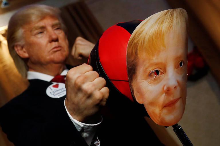 'Estátua viva' de Trump golpeia imagem de Merkel no Madame Tussaud de Berlim