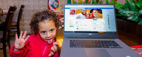Porto Alegre-RS. 25/07/2018 - Francielle Cantarelli Martins e Fabiano Souto Rosa, da cidade de Pelotas/RS, ambos surdos, já têm mais de 100 mil seguidores no Facebook. Na página