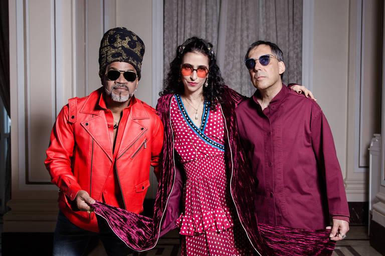 Os Tribalistas, composto por Carlinhos Brown, Marisa Monte e Arnaldo Antunes em ensaio em Copacabana, no Rio