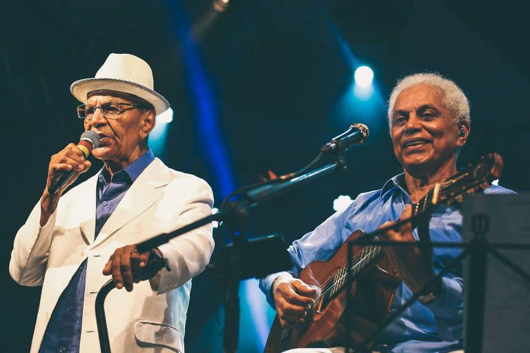 Paulinho da Viola com Monarco da Portela em espetáculo no qual este celebrou 80 anos