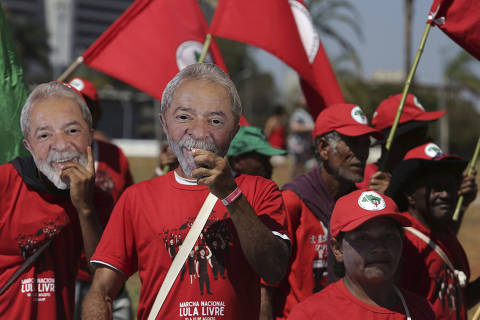Supporters holding masks of Brazil's former president Luiz Inacio Lula da Silva begin their Free Lula March, in Brasilia, Brazil, Tuesday, Aug. 14, 2018. Thousands of supporters of the jailed leader and a current presidential candidate, are in Brasilia to monitor the registration of Lula's presidential candidacy, which will be held tomorrow by the Workers' Party in the Superior Electoral Court. (AP Photo/Eraldo Peres) ORG XMIT: ERA107