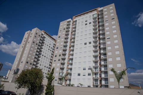SAO PAULO, SP, BRASIL, 18-10-2017: Predio da rua Itauna, 1050, no bairro Vila Maria. A reportagem e sobre a zona norte ter tido a maior valorizacao do preco do aluguel nos ultimos anos e, portanto, ser uma boa aposta para quem quer comprar imovel para alugar. (Foto: Eduardo Anizelli/Folhapress, FSP-SUP-MORAR) ***EXCLUSIVO*** ORG XMIT: AGEN1710181936833662