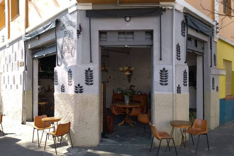 Bar Armazém São Miguel ocupa uma pacata esquina na zona leste