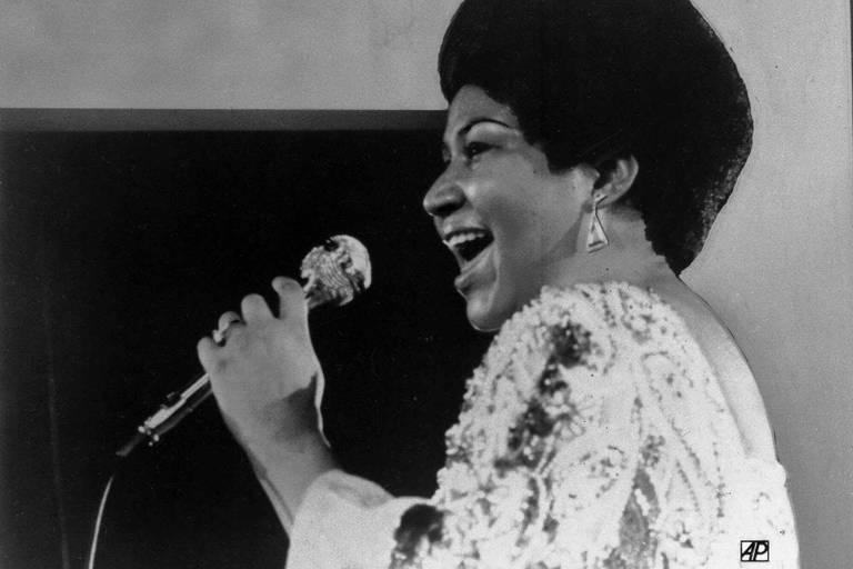 Aretha Franklin canta em apresentação em janeiro de 1972