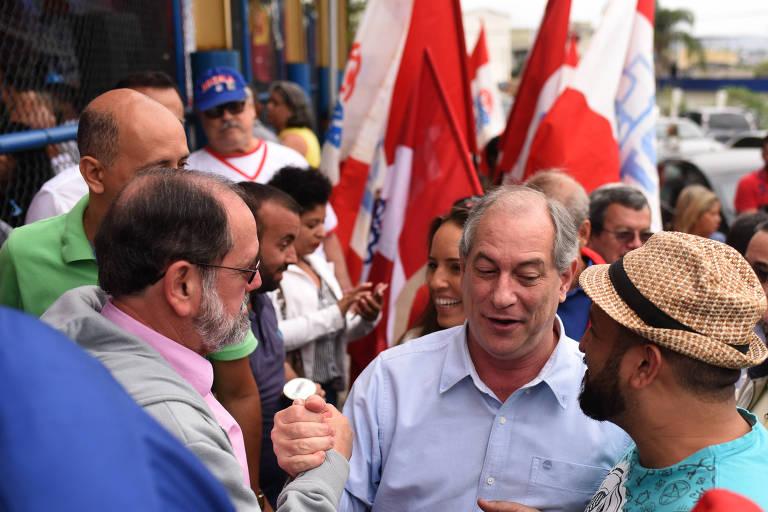 Ciro Gomes inicia campanha com caminhada no Rio de Janeiro.
