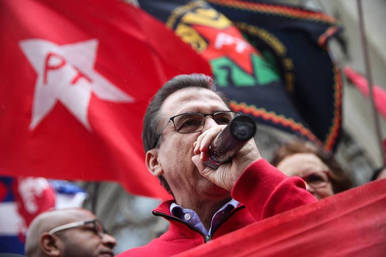 Luiz Marinho falando ao microfone