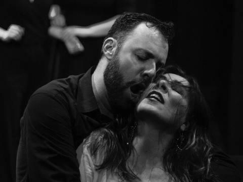 A ópera Carmen, de Bizet, é encenada em seis récitas no Teatro Bradesco.