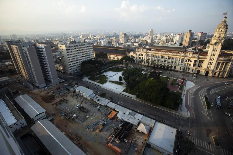Imagem vista de cima mostra obras, a praça Princesa Isabel e a estação Júlio Prestes ao fundo