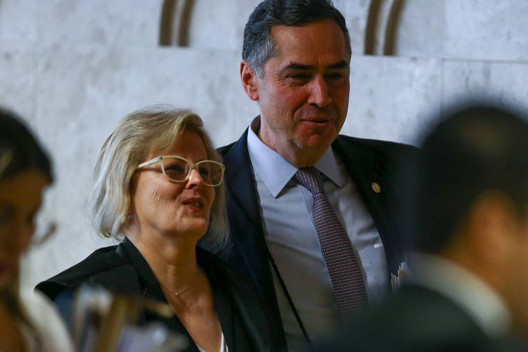 Os ministros Rosa Weber e Luis Roberto Barroso, do STF e do TSE