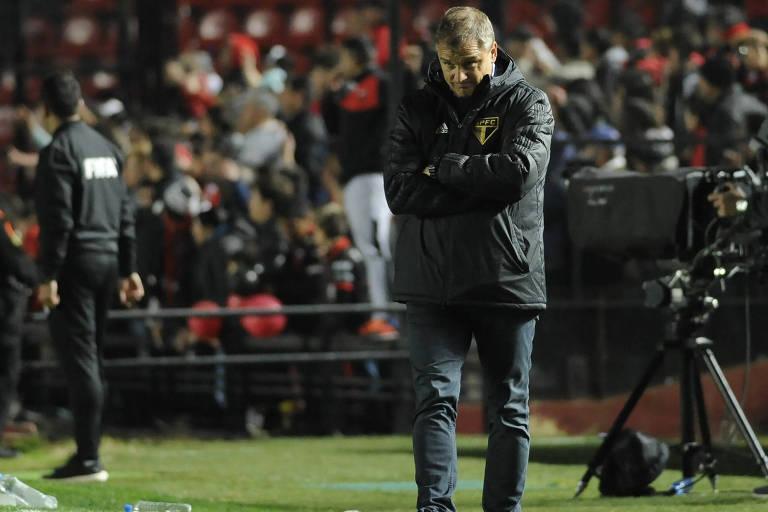 O técnico Diego Aguirre, do São Paulo, durante a partida na Argentina