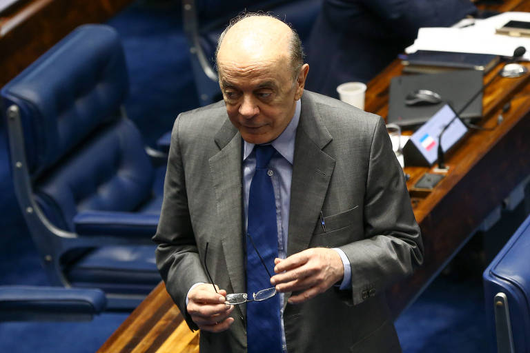 José Serra (PSDB-SP) no Plenário do Senado federal durante sessão