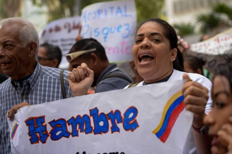 Trabalhadores da saúde protestam contra escassez de remédios, água e eletricidade em Caracas